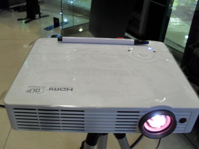 SDW30 TOSHIBA 이동형 LED 미니빔 프로젝터
