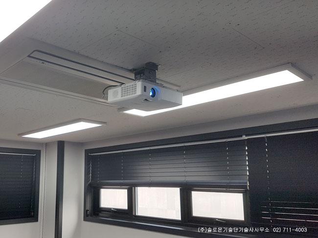 내곡동 OO기획 회의실 히타치 CP-X3041WN LCD 프로젝터 설치사진